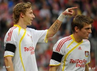 Die Leverkusener Stefan Kießling und Toni Kroos(Foto: AP)