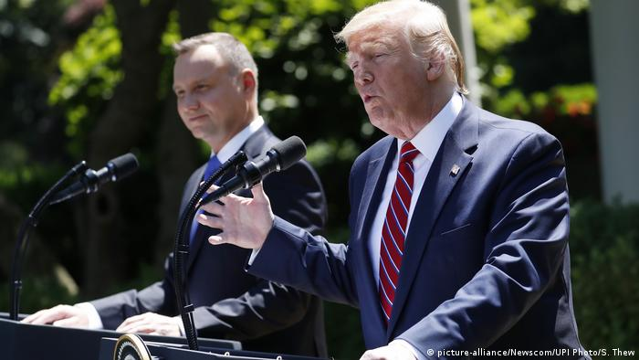 Polish President Andrzej Duda (l.) and US President Donald Trump (picture-alliance/Newscom/UPI Photo/S. Thew)
