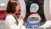 BdT - Berlin - Deutsche Bahn präsentiert Roboter Semmi