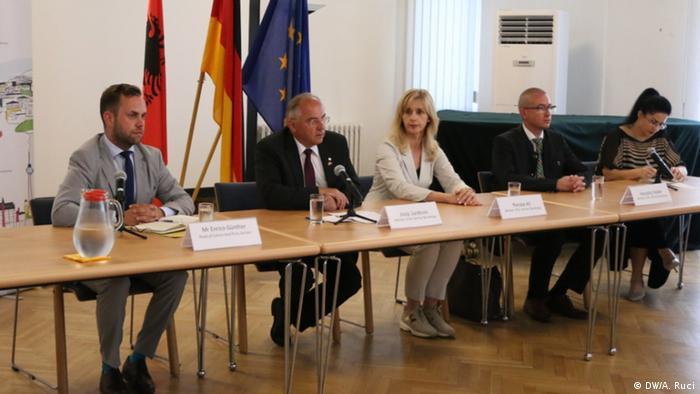 Albanien Tirana Besuch Bundestag-Delegation (DW/A. Ruci)