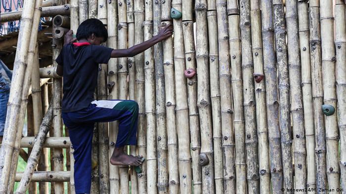Bangladesch Dhaka | Von Architekturstudenten entworfener Bambus-Spielplatz (bdnews24/M. Zaman Ovi)