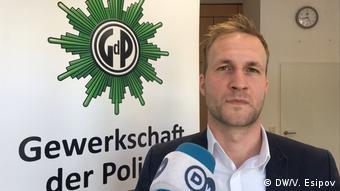 Пресс-секретарь профсоюза полиции Берлина Беньямин Ендро
