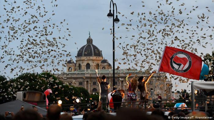 Österreich, die Band Vengaboys während Protest gegen die FPÖ in Wien