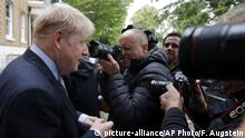 England Boris Johnson PK vor seinem Haus in London