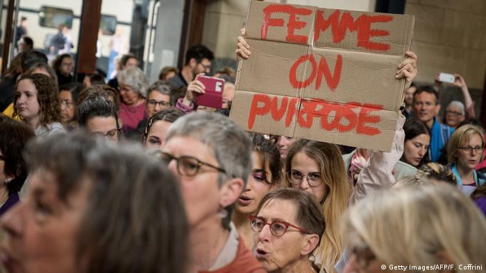 В Швейцарии проходит общенациональная стачка дам