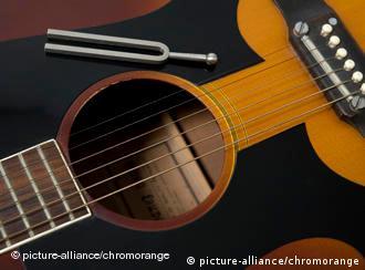 Камертон и гитара