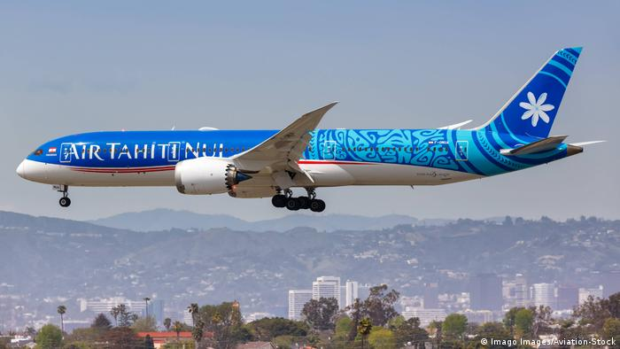 A Boeing 787 Dreamliner plane landing at Los Angeles Airport