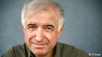 حسین آرین، افسر سابق نیروی دریایی و تحلیلگر امور نظامی