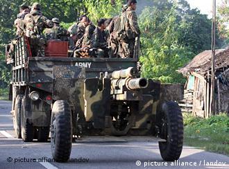 Truppen auf dem Weg ins Krisengebiet