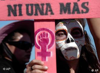 Caravana de mujeres de Ciudad de México a Ciudad Juárez, el 23.11.2009, en protesta contra los feminicidios.