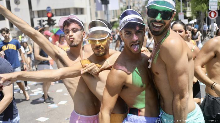 Israel - Gay Pride Parade in Tel Aviv (picture-alliance/dpa/I. Yefimovich)