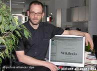 Даниэль Домшайт-Берг под именем Даниель Шмит представляет портал Wikileaks в 2009 году в Гамбурге