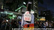 June 14, 2019 - Sao Paulo, Brazil - Protesters make an act against the Pension Reform of Brazil's President Jair Bolsonaro, on Avenida Paulista, central region of São Paulo, on Friday, June 14, 2019, a day of general standstill throughout the country. June 14, 2019. (Credit Image: © FáBio Vieira/FotoRua via ZUMA Wire |