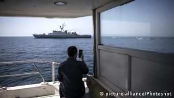 Iran Kriegsschiff | Konflikt Angriff auf Tankschiffe, Straße von Hormus (picture-alliance/Photoshot)