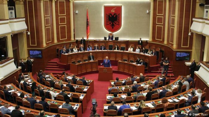 Albanien Tirana | Parlament (DW/A. Ruci)