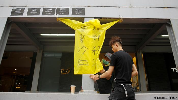Proteste in Hongkong: Demonstrant stürzt von Gerüst in den Tod (Reuters/T. Peter)