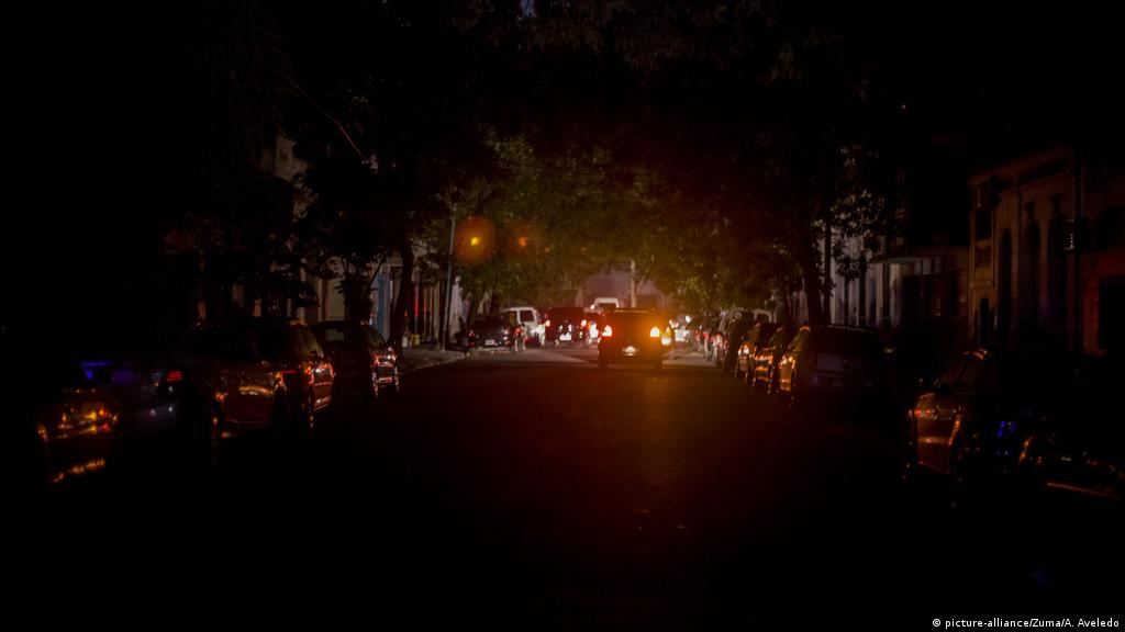 Argentina, uruguay and parts of Uruguay were hit by a power outage that left 50 million people in the dark. को लागि तस्बिर परिणाम