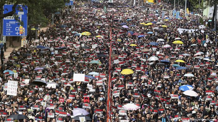 Hongkong Massenproteste gegen Regierung (picture-alliance/dpa/Kyodo)