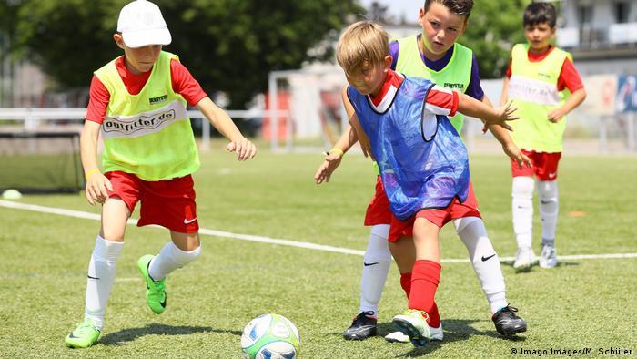 Funino Fußball Kinder (Imago Images/M. Schüler)