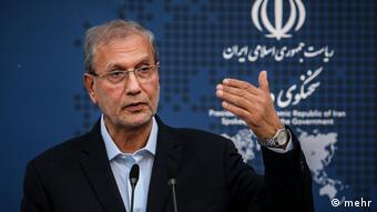 علی ربیعی، سخنگوی دولت، انتقاد کرد: چگونه محتوای پرونده [حسین فریدون] در سایتها میرود و چاپ میشود؟