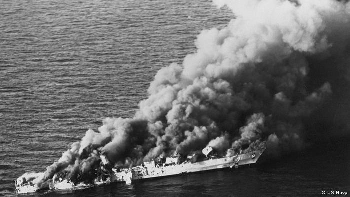 ناوچه سهند که از بندر عباس به نبرد با نیروهای آمریکایی رفته بود بسوی هواپیماهای اینترودر شلیک کرد که هواپیماها با دو موشک هارپون و چهار بمب هدایت لیزری اسکیپر پاسخ دادند. ناوشکن جوزف استراس هم یک موشک هارپون شلیک کرد که در نهایت باعث غرق شدن پیشرفتهترین کشتی ناوگان ایران شد. ناوچه سبلان هم که به کمک رفته بود، هدف قرار گرفت و کاملا از کار افتاد.