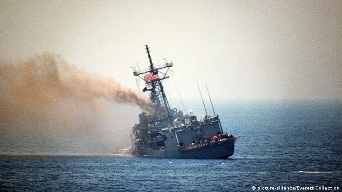 ناوچه یواساس استارک در مارس ۱۹۸۷ وارد خلیج فارس شد و مأموریتش گشت در شمال و مرکز خلیج فارس در طی دورهای ۸ هفتهای بود. در ۱۷ مه این کشتی مورد حمله یک فروند جنگنده میراژ اف۱ عراقی قرار گرفت و آسیب جدی دید. ۳۷ تن از ملوانان کشتی با برخورد دو موشک اگزوسه کشته شدند. حکومت وقت عراق از انجام این حمله عذرخواهی کرد و غرامت جانباختگان را پرداخت کرد.