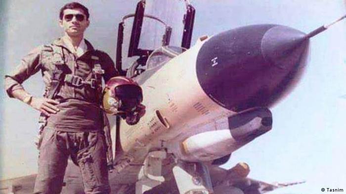 در ۵ ژوئن ۱۹۸۴ عربستان سعودی در جهت فشار به ایران برای پایان دادن به عملیاتهای نظامیش در خلیج فارس، یک فروند جنگنده اف-۴ فانتوم ۲ ایران را به خلبانی همایون حکمتی و کمکخلبانی سیروس کریمی در خلیج فارس توسط یک فروند جنگنده اف-۱۵ ایگل منهدم ساخت.