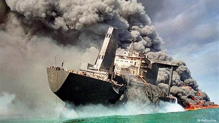 به تلافی این حملات، نیروی هوایی ایران شروع به حمله به کشتیهای کوچک عراقی کرد. از سوی دیگر نیروی دریایی ایران نیز نفتکشهای کویت و عربستان را با هدف تحت فشار قرار دادن این دو کشور برای عدم کمک رسانی به حکومت صدام حسین مورد حمله قرار داد. در مجموع ۵۴۳ کشتی در جریان جنگ نفتکشها از سوی ایران و عراق مورد حمله قرار گرفتند.