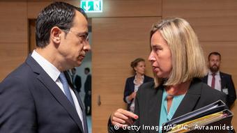 H ύπατη εκπρόσωπος Εξωτερικής Πολιτικής της ΕΕ Φεντερίκα Μογκερίνι με τον Κύπριο υπ. Εξ. Νίκο Χριστουδουλίδη (φωτ. αρχείου)