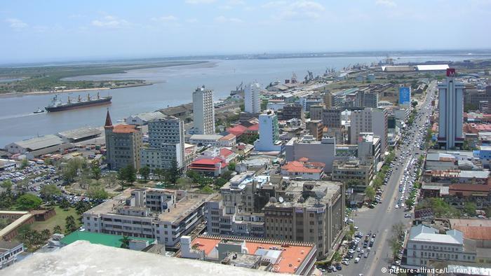 Вид на порт в столице Мозамбика Мапуто