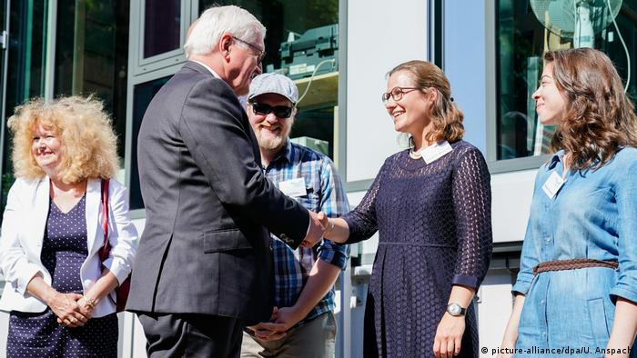 Steinmeier greets students at the Center for Jewish Studies in Heidelberg
