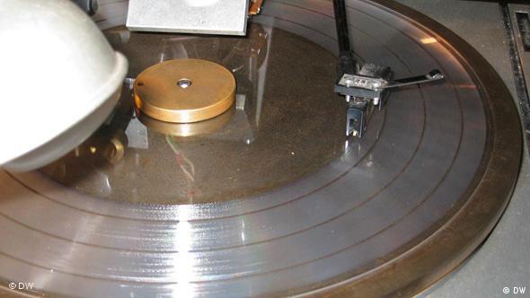 Контрольное прослушивание нарезаемой пластинки