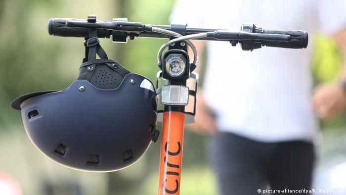 При езде на электросамокате шлем может спасти жизнь