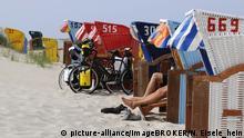 Amrum, Radfahrer, Strandkörbe bei Norddorf