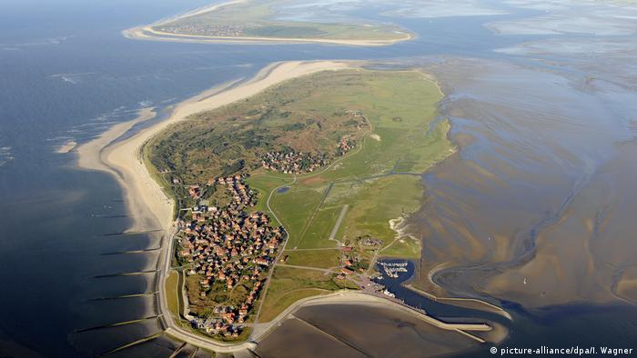 Aerial view of the island of Baltrum (picture-alliance/dpa/I. Wagner)