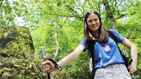 Rachel Stewart von Meet the Germans beim Wandern / hiking im Siebengebirge.