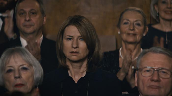 Corinna Harfouch beim Konzert in Lara inmitten von Zuschauern