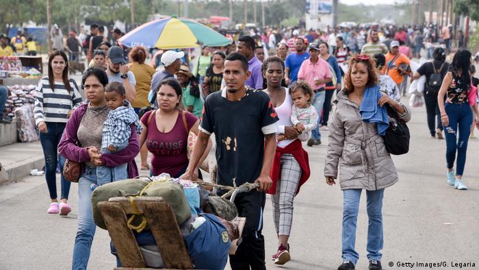 Migrantes venezolanos en Paraguachón, Colombia.