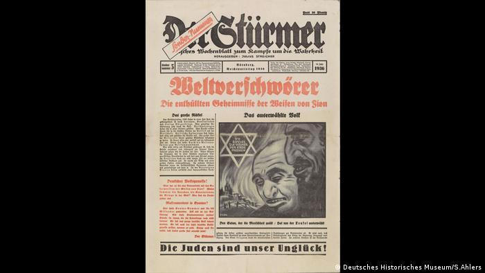 Eine Ausgabe des Nazi-Propagandablattes Der Stürmer in der Sonderausstellung Verschwörungstheorien - früher und heute im Kloster Dalheim (Deutsches Historisches Museum/S.Ahlers)