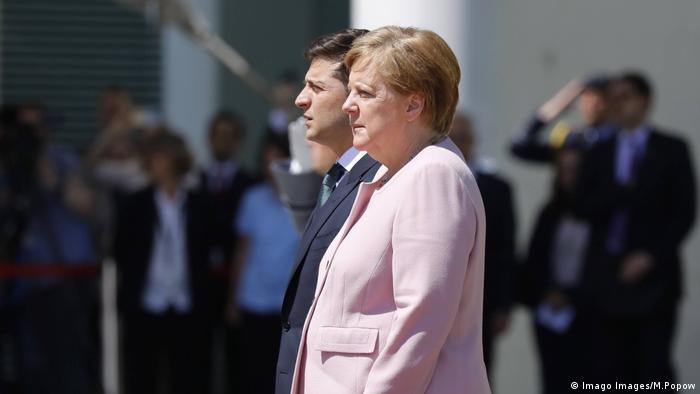 Deutschland Merkel empfängt Selenskyj mit militärischen Ehren im Kanzleramt (Imago Images/M.Popow)