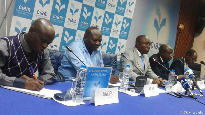 Angola: Sozioprofessionelle Gesundheitsorganisationen bei einer Pressekonferenz zur Situation von Ärzten und Krankenschwestern im Land.