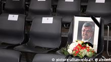 A picture of Walter Lübcke sits on a chair at a memorial in the Hesse state parliament (picture-alliance/dpa/Y. Walsdorf)