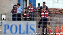 Polizisten stehen vor dem Sincan-Gefängnis in Ankara