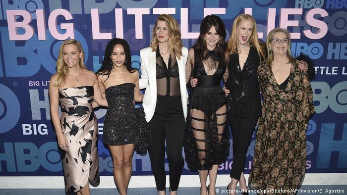 Die Schauspielerinnen der Serie Big Little Lies Reese Witherspoon, Zoe Kravitz, Laura Dern, Shailene Woodley, Nicole Kidman, Meryl Streep. (picture-alliance/dpa/Bildfunk/AP/Invision/E. Agostini)
