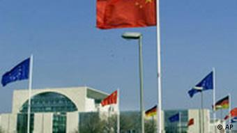 In front of the German Chancellery in the capital Berlin fly Chinese, European and German flags