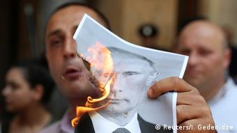 Georgien   Menschen protestieren gegen den Besuch der russischen Delegation in Tiflis