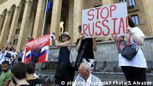 Georgien Protest der Opposition gegen Parlamentspräsident Kobachidse in Tbilisi