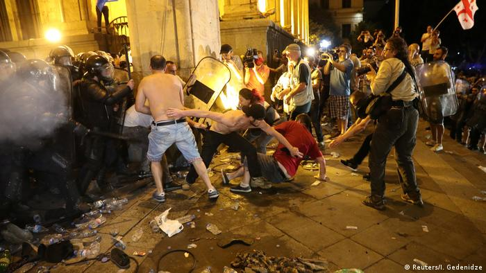 Столкновения демонстрантов и полиции в Тбилиси, 21 июня