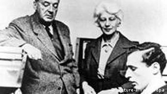 Владимир Набоков с женой и сыном. 1960-е годы