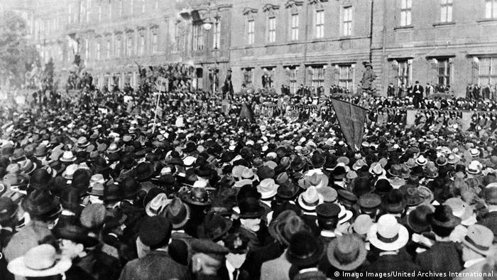 Weimarer Republik 1919 | Protest gegen den Versailler Vertrag (Imago Images/United Archives International)